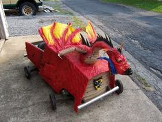 Medieval Dragon Soapbox Derby Car Nathan would lose it over this ! Wooden Go Kart, Soap Box Derby Cars, Costume Party Themes, Halloween Themes, Halloween Costumes, Medieval Dragon, Soap Boxes, Medieval Costume
