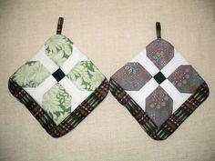Green Pinwheel Pot Holders Set of 2 Insulated by Bonbonsandmore