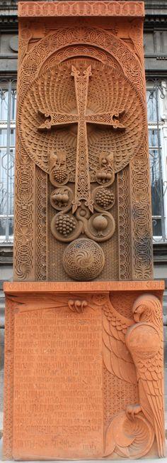Armenia,Yerevan- Chaczqar- kamienny symbol ormianskiego krzyża. Uwieczniaja ważne chwile. To symbol wiary narodu .