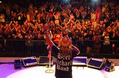 Even through a huge storm Cedar Rapids, Iowa stuck it out for an awesome mega party! #summer #music #partystartsnow http://bretmichaels.com/site-news/news2/even-through-an-huge-storm-cedar-rapids-iowa-stuck-it-out-for-an-awesome-mega-party/