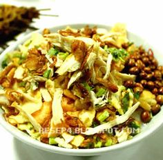 resep bubur ayam betawi Food N, Good Food, Food And Drink, Yummy Food, Bubur Ayam Recipe, Indonesian Cuisine, Indonesian Recipes, My Favorite Food, Favorite Recipes