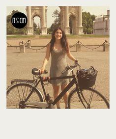 Io pedalo 20 km al giorno, vorrei molte più piste ciclabili e che eliminassero tutte le macchine da Milano.  Chiara