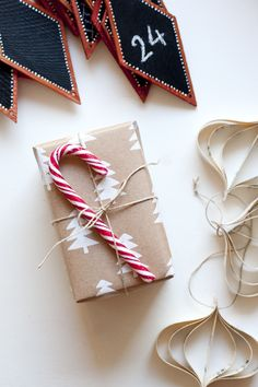 Gift wrapping ideas // paketointi-ideoita  http://ukkonooa.blogspot.fi/2014/12/pienta-jouluvalmistelua-keeping-it.html