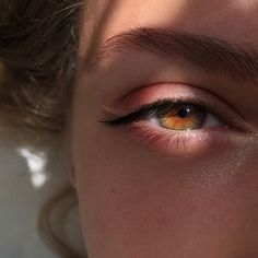 She had hazel eyes, more green than brown and beautiful golden hair. Her face lit up as she smiled, eyes twinkling like Orion's stars. Street Style Photography, Eye Photography, Amazing Photography, Fashion Photography, Aesthetic Eyes, Aesthetic Photo, Crying Aesthetic, Aesthetic Girl, Pretty Eyes