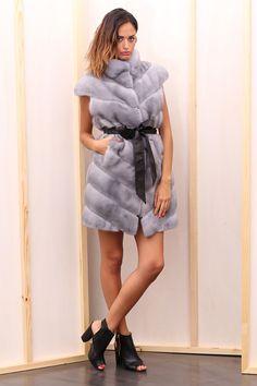 Sapphire Female Mink Fur Vest with hooks. Gilet di Visone Femmina Zaffiro con gancetti. #elsafur #fur #furs #furcoat #vest #gilet #peliccia #pellicce
