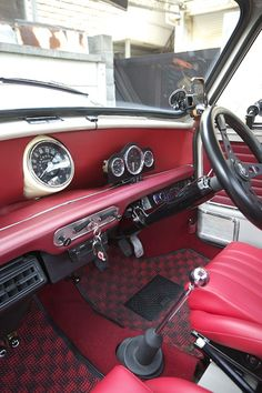Really enjoying looking at how people have incorporated additional gauges into the mini. Mini Cooper Classic, Mini Cooper S, Classic Mini, Classic Cars, Morris Traveller, Mini Cabrio, Mini Morris, Mini Lifestyle, Mini Cooper Clubman
