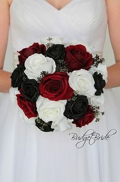 red black and white wedding flowers ideas Black Rose Bouquet, Red Bouquet Wedding, Red Wedding Dresses, White Wedding Flowers, Black And White Wedding Theme, Black And White Roses, Red And White Weddings, Black Flowers, Red Wedding Decorations