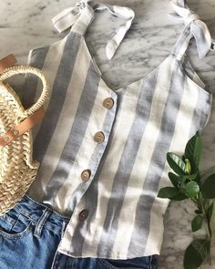Discover recipes, home ideas, style inspiration and other ideas to try. Chic Outfits, Pretty Outfits, Beautiful Outfits, Fashion Outfits, New Outfits, Diy Clothes Design, Friday Outfit, Long Tops, Everyday Fashion