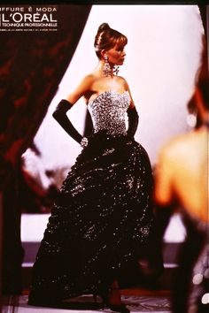 Il tributo di VOGUE alla carriera di Lancetti nella Alta Moda. hair Hairstudiomario & Sergio Valente . together Strapless Dress Formal, Formal Dresses, Fashion Show, High Fashion, Dresses For Formal, Formal Gowns, Black Tie Dresses, Gowns, Evening Gowns