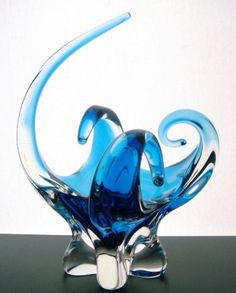 I would LOVE this piece Blown Glass Art, Art Of Glass, Art Deco Glass, Antique Stores, White Art, Murano Glass, Colored Glass, Art Forms, Sculptures