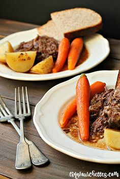 Healthy living catalog by amerimark catalog online order store Summer Drink Recipes, Fast Dinner Recipes, Slow Cooker Recipes, Crockpot Recipes, Confort Food, Roasted Onions, How To Cook Beef, Onion Soup, Pot Roast