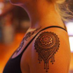 Shoulder henna - 70 Amazing Shoulder Tattoos For Women – Shoulder henna Lace Tattoo Design, Mandala Tattoo Design, Tribal Tattoo Designs, Tattoo Designs For Women, Geometric Tattoos, Tattoo Women, Henna Tattoo For Men, Henna Tattoo Shoulder, Paisley Tattoos