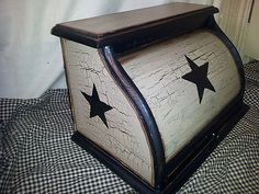 Primitive decor ~ roll top bread box ~ country ~ kitchen ~ black star ~ crackle