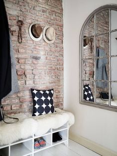 Entryway décor is very important because it's that space that speaks about your home. A trendy brick wall is a must have there! Brick Interior, Interior Design, Interior Walls, Interior Livingroom, Style Loft, Home Trends, 2016 Trends, Diy House Projects, Entry Hall