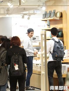 Kites-Korean Showbiz News-Jo In Sung dạo chơi ở Taiwan,nghịch máy chơi game hoạt hình và hút thuốc tại tiệm cafe - We Fly - Tìm với Google