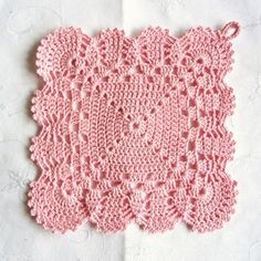 Now it's time for some super pink and pretty girly love!  Pot holder found via Olavas Verden