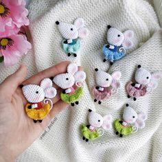 T Palacio's 975 media content and analytics - AmigurumiHouse Crochet Animal Amigurumi, Crochet Mouse, Crochet Animal Patterns, Knitted Animals, Amigurumi Toys, Stuffed Animal Patterns, Amigurumi Patterns, Cute Crochet, Crochet Dolls