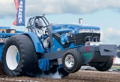 Tractorpulling met Silver Bullet. Truck And Tractor Pull, Tractor Pulling, Full Pull, Ford Tractors, Silver Bullet, Monsters, Monster Trucks, The Beast
