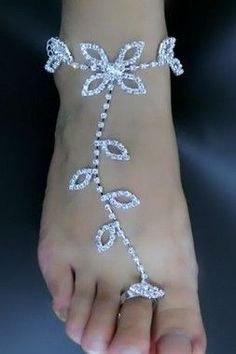 The leaves design makes this Latin barefoot sandal anklet unique and quite popular among people. It could be worn with fashion clothes to various social occasions such as weddings clubs prom and so on