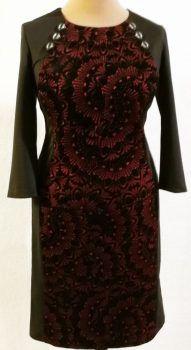 Kerek nyakú, 3/4-es  ujjú, hátul derékig cipzáras, felsliccelt, elől-hátul bordó alapon fekete virág mintával díszített, kellemes, bársonyos tapintású anyagú, alkalmi ruha Formal Dresses, Fashion, Formal Gowns, Moda, Fashion Styles, Formal Dress, Gowns, Fashion Illustrations, Formal Evening Dresses