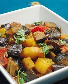 Voici une recette d'origine indienne : Aloo baigan. C'est un curry d'aubergine et de pomme de terre. Conçu au départ pour être mangé seul en plat principal végétarien, il accompagnera aussi à merveille n'importe quelle viande (agneau, volaille...). Merci à Pankaj d'avoir accepté de partager sa délicieuse recette !