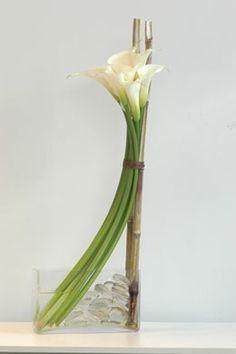 Blume, florist in Montreal: floral arrangement for Valentine's Day Ikebana Arrangements, Tropical Flower Arrangements, Ikebana Flower Arrangement, Wedding Flower Arrangements, Home Flowers, Unique Flowers, Beautiful Flowers, Table Flowers, Colorful Flowers