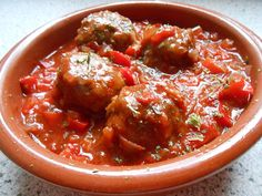 Albondigas – Spanish meatballs, a refined recipe from the lamb & goat category Ratings: 120 Average: Ø 43 The post Albondigas – Spanish meatballs appeared first on Woman Casual - Food and drink Pork Chop Recipes, Salmon Recipes, Lunch Recipes, Fall Recipes, Soup Appetizers, Appetizer Recipes, Spanish Meatballs, Lamb Meatballs, Traditional Italian Dishes