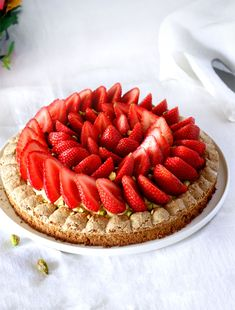 Strawberry and pistachio Montebello - Sweet Footprint Low Carb Desserts, Dessert Recipes, Cooking Time, Cooking Recipes, Dessert Aux Fruits, Desserts Fruits, Low Carb Bread, Low Carb Breakfast, Piece Of Cakes