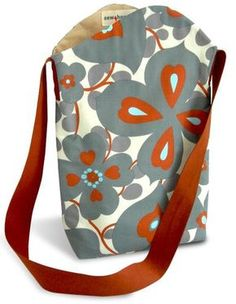 This cute tall and narrow tote is a simple yet stylish shoulder bag, using fave fabric scraps and cotton webbing for the strap. ↓ Get the Tutorial ♥