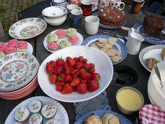 Ingredients:A kind friends' gardenguestsgood weathercucumber sandwichesegg…