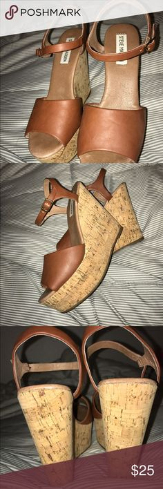 Steve Madden wedges 👡 Super adorable brown Steve Madden wedges👡💕worn once or twice and have minimal scratches. Look cute with jeans or dresses❤ Steve Madden Shoes Wedges