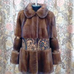 Перекрой полушубка из норковой шубы б\у клиента. Вставка из натуральной итальянской кожи. Fox Coat, Fox Fur Jacket, Leather Jacket, Fur Fashion, Winter Fashion, Womens Fashion, Shearling Coat, Dress Codes, Dress Patterns