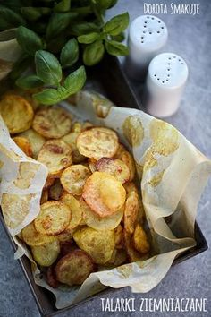 Talarki ziemniaczane z piekarnika Vegan Lunches, Healthy Snacks, Healthy Chips, Polish Cuisine, Food Inspiration, Dip, Dressing, Snack Recipes, Cooking Recipes