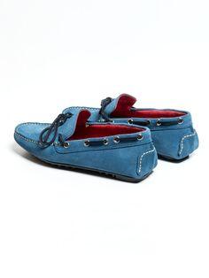 SOLOiO Zapato de piel, modelo mocasín, confeccionado en piel de serraje y en color turquesa con cordón azul y suela neumática  www.soloio.com  #shoponline #menfashion #menstyle #menshoes #mocasín #turquesa #turquoise