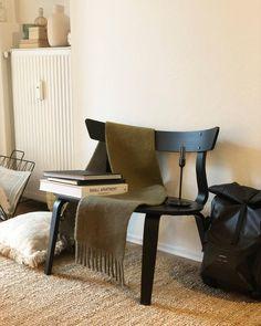 Deko kann so einfach sein, das zeigt uns Hyggelsi_ in ihrem Profil bei COUCH!  Entdecke noch mehr Wohnideen auf COUCH #wohnen #einrichtungsideen #einrichten #interior #COUCHstyle #deko #stuhl #dekoration #wohnzimmer #esszimmer Bohemian Interior, Modern, Couch, Dining Chairs, Wordpress, Blog, Furniture, Home Decor, Profile