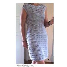 Flotte @kathrinebmoholth har strikket seg grå sommerløkkekjole. Litt lenger enn oppskriften. Ble den ikke fin? ☀️☀️ // Beautiful @kathrinebmoholth has knitted grey sommer loop dress. Do you like? ☀️