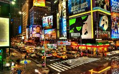 Desktop-U.S.-New-York-Broadway-night-lights-buildings.jpg 1,920×1,200 ピクセル
