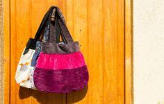 Lindos y prácticos bolsos de lona.  Diseños únicos y confeccionados en Chile, con broche de imán y con bolsillo interior.     https://www.facebook.com/tienda101ideas    https://twitter.com/ideas_101