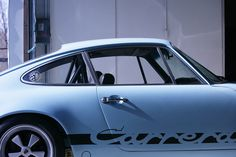Lovely Porsche 911. Is that a light blue, or grey with some color reflection in it...