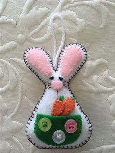 Felt crafts, felt ornament, Easter, bunny, rabbit, Easter basket, made by Janis