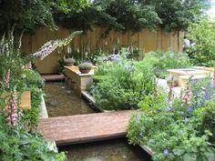Beautiful garden - Chelsea Garden Show. England.