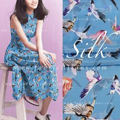 Crêpe de Chine motif oiseau colibri fond bleu : Tissus Habillement, Déco par…