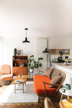 Home Tour: Rachael & Alex Otterwell of Object Style — 91 Magazine - – A mix of mid-century modern, bohemian, and industrial interior style. Home and apartment decor, - Design Living Room, Living Room Decor, Living Spaces, Design Bedroom, Small Living, Home Design, Home Interior Design, Interior Ideas, Mid-century Interior