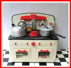 Zetta's Aprons: I Heart Vintage Tin Toy Kitchens!