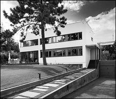 Vojtěch Kerhart @ House Řezáč [1932] | BaBa #3 International Style, Bauhaus, Modern Architecture, Colonial, Modernism, Mid Century, Mansions, House Styles, Building
