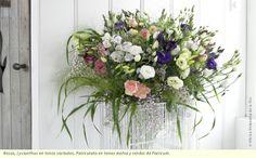 Rosas, Lysianthus en tonos variados, Paniculata en tonos malva y verdes de Panicum.