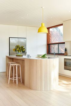 Neutral Home Decor Private residence featuring Crop bar stools by Relm Furniture in Point Lonsdale, Victoria. Photography by Nikole Ramsay. Deco Design, Küchen Design, Layout Design, House Design, Design Moderne, Beautiful Kitchens, Beautiful Homes, Beautiful Interiors, House Beautiful