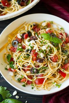 Greek Spaghetti - includes spaghetti, fresh tomatoes, zesty olives, tangy feta, plenty of fresh herbs and finished with a robust garlicky olive oil. So delicious! Spaghetti Recipes, Pasta Salad Recipes, Vegetarian Recipes, Cooking Recipes, Healthy Recipes, Greek Recipes, Italian Recipes, Greek Spaghetti, Greek Pasta
