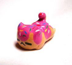Kawaii chibi kitty cat cake miniature figurine by CutieCrazeCafe, $16.00