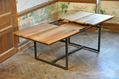 Extensión industrial en mesa de roble y metal por mlkmobilier Plank Table, Wood Table, Dining Table Design, Dinning Table, Kitchen Benches, Kitchen Decor, Diy Office Desk, Fancy Houses, French Oak